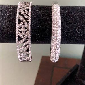 Set of 2 blingy bangle bracelets